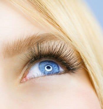 elveszíti a jobb szem látását