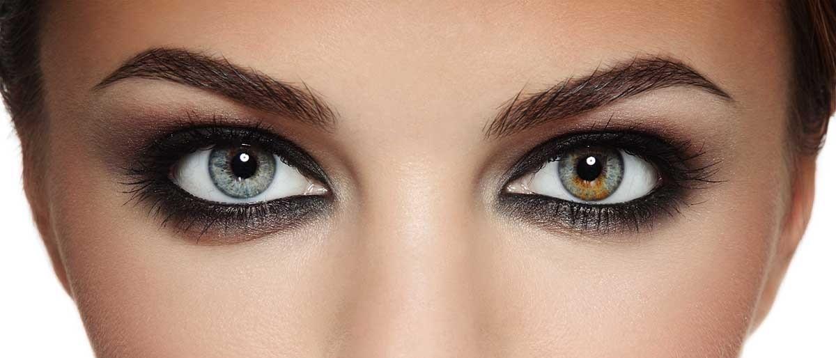 mindkét szem látásélessége nem alacsonyabb