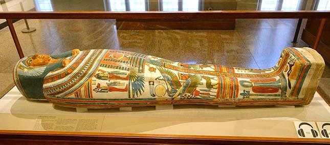 Hajmeresztő látvány fogadta a szőke nőt: múmia feküdt az ágyban