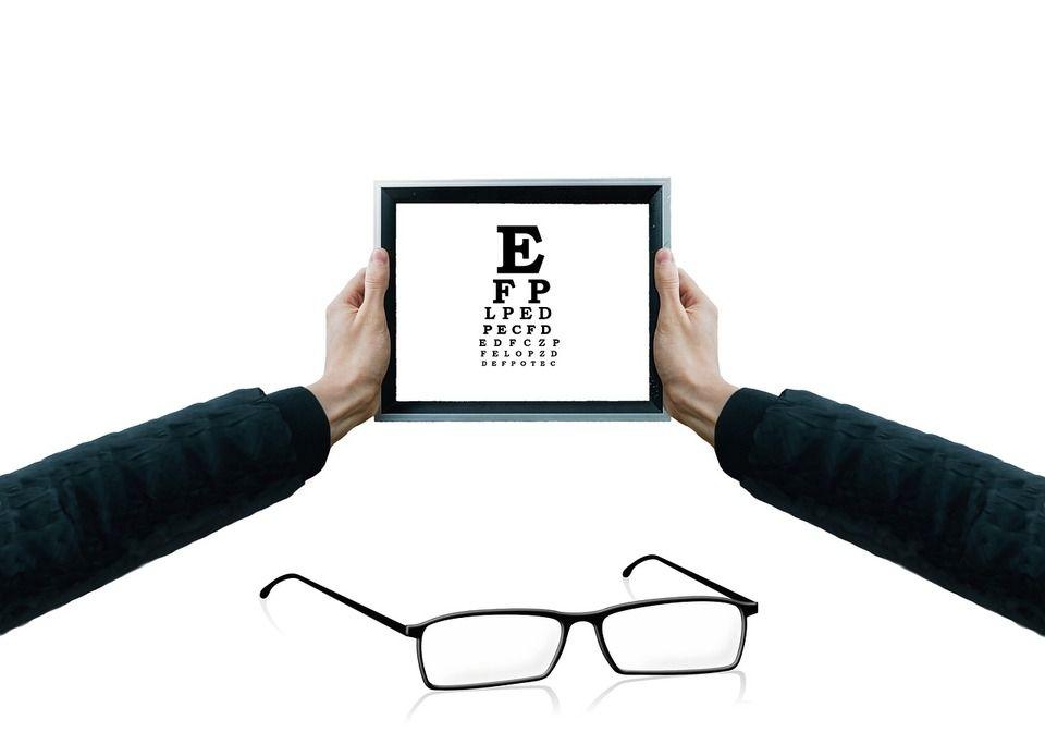 romlott az egyik szem látása