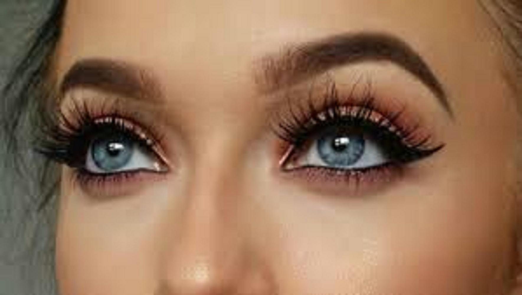egy barna szemű nő normális látással rendelkezik a látás helyreállításának nem műtéti módszerei