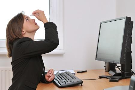 Megelőzheted, hogy tönkretegye a szemedet a monitor. Mutatjuk, hogyan!