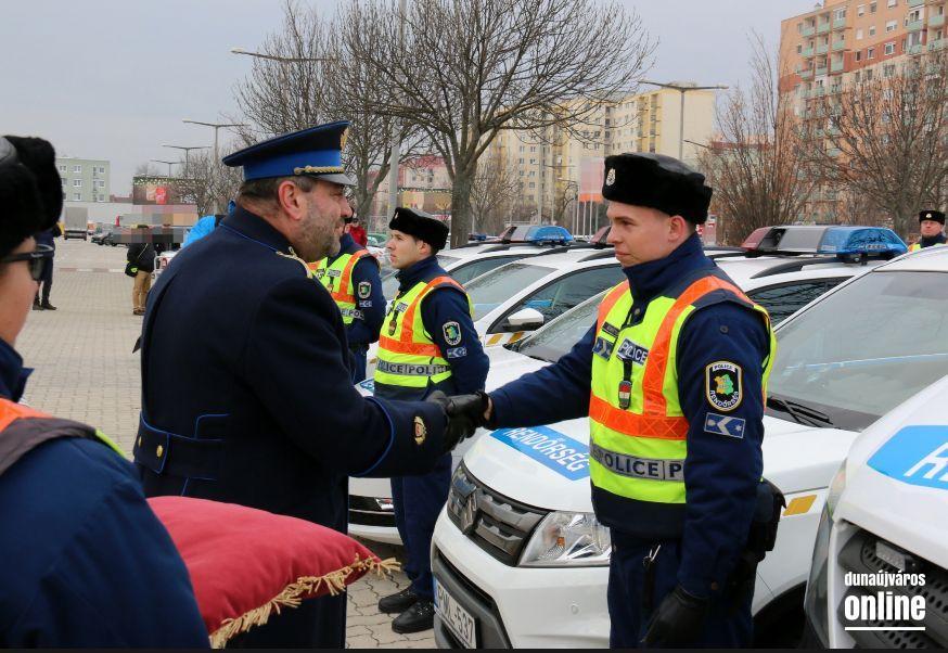 közlekedési rendőr látása miután a kötőhártya-gyulladás csökkent