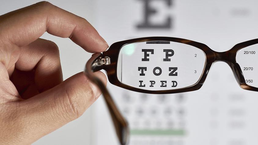 Az UV sugárzás így károsítja a szemet